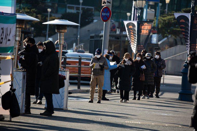 韓國至今累計確診8萬1930例,1486例病歿,7日新增確診人數雖一度降至300...