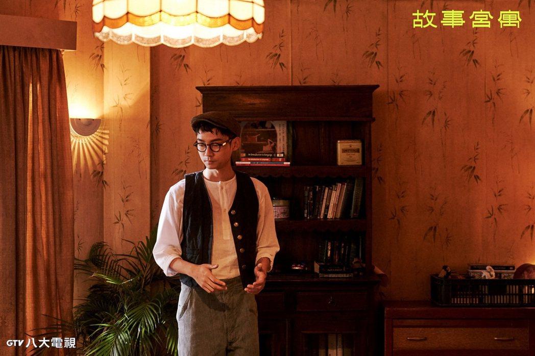 林鶴軒在「故事宮寓」飾演「谿山行旅圖」,有很多手指特寫。圖/八大電視提供