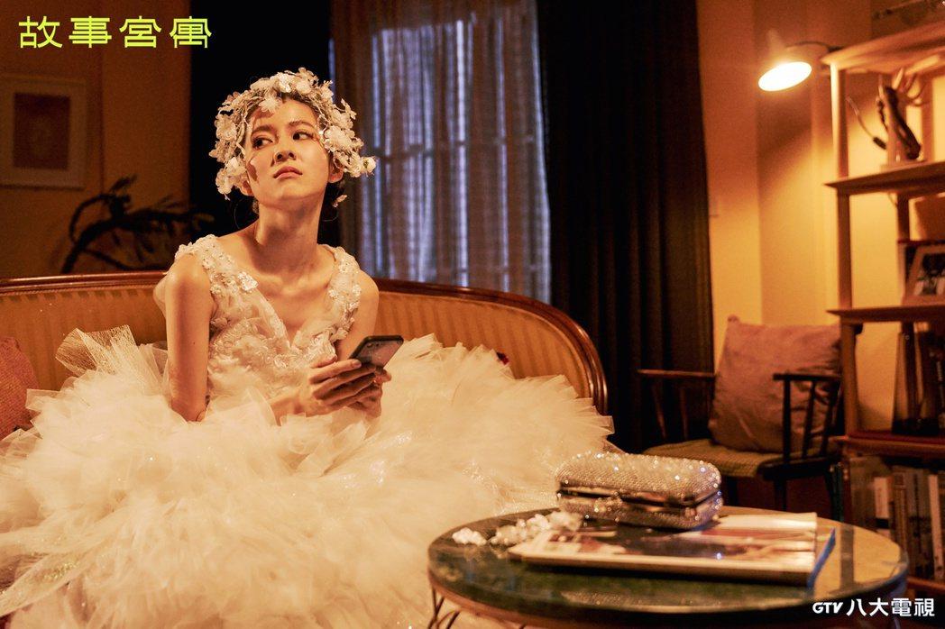 連俞涵在「故事宮寓」中飾演「快雪時晴帖」。圖/八大電視提供
