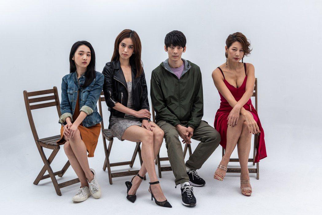 李沐(左起)、陳庭妮、林柏宏以及丁寧主演「青春弒戀」開放探班。圖/齊石提供