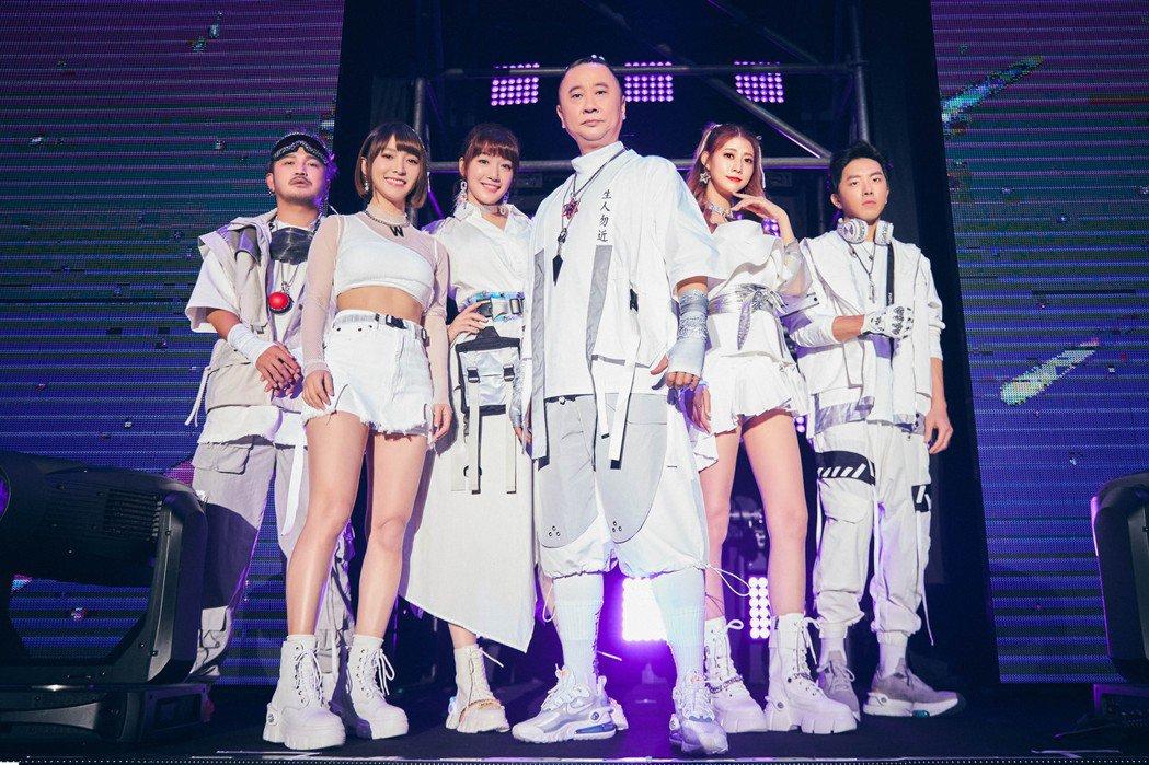 邰智源領軍「木曜4超玩」站上台大體育館開唱。圖/華貴娛樂提供