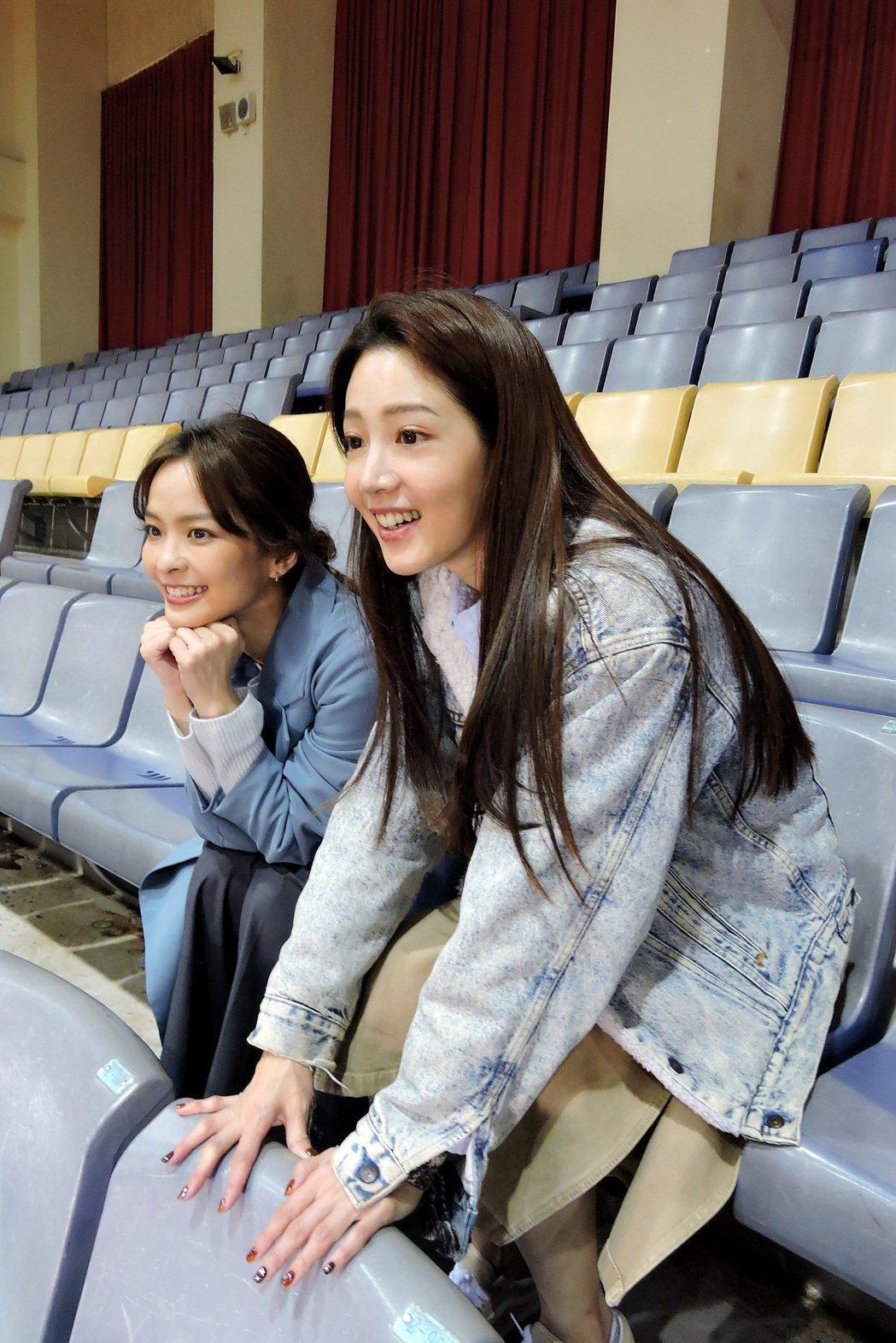 黃薇渟(右)、葉星辰赴「全明星運動會」探班,現場觀賽。圖/東森提供