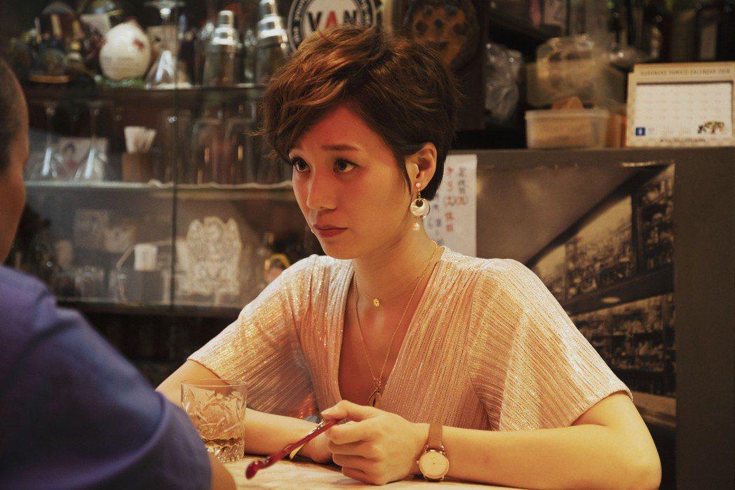 許乃涵在「戒指流浪記」中飾演經營居酒屋的單親媽媽。圖/HBO Asia提供