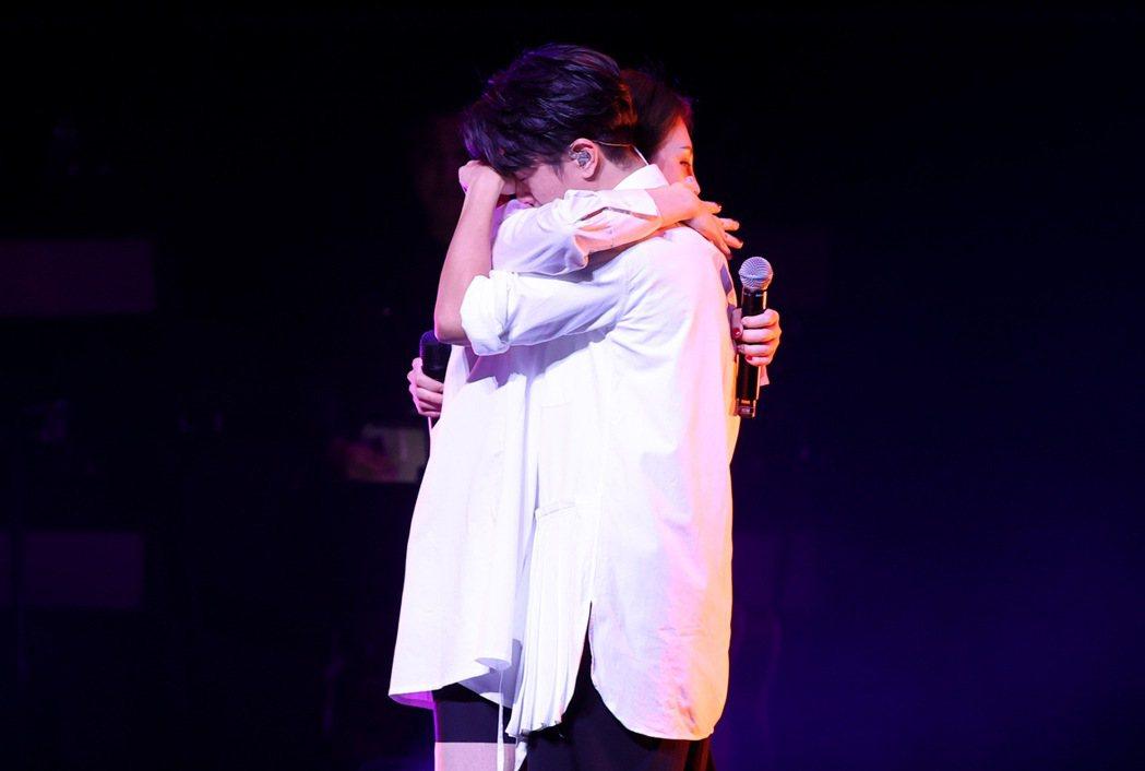 韋禮安(右)與魏如萱合唱突然暴哭。記者余承翰/攝影