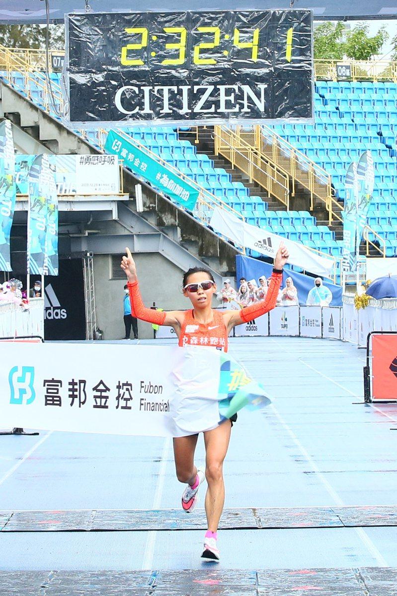 曹純玉打破全國女子馬拉松紀錄。 路協提供