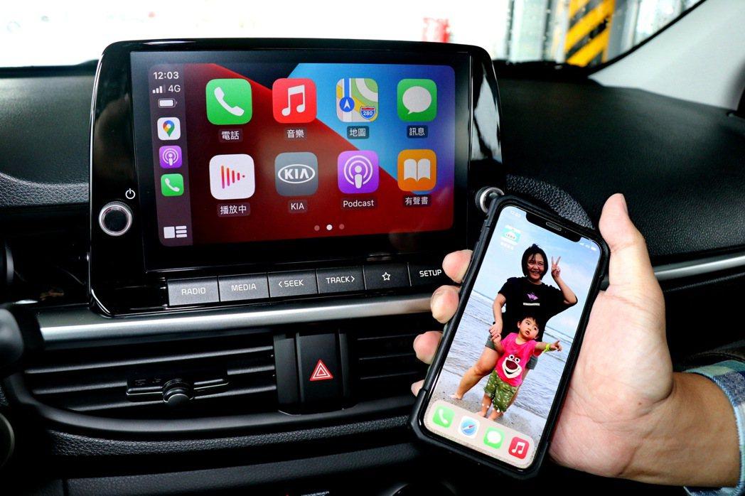 內建同級唯一的無線連結Apple Carplay / Android Auto。...