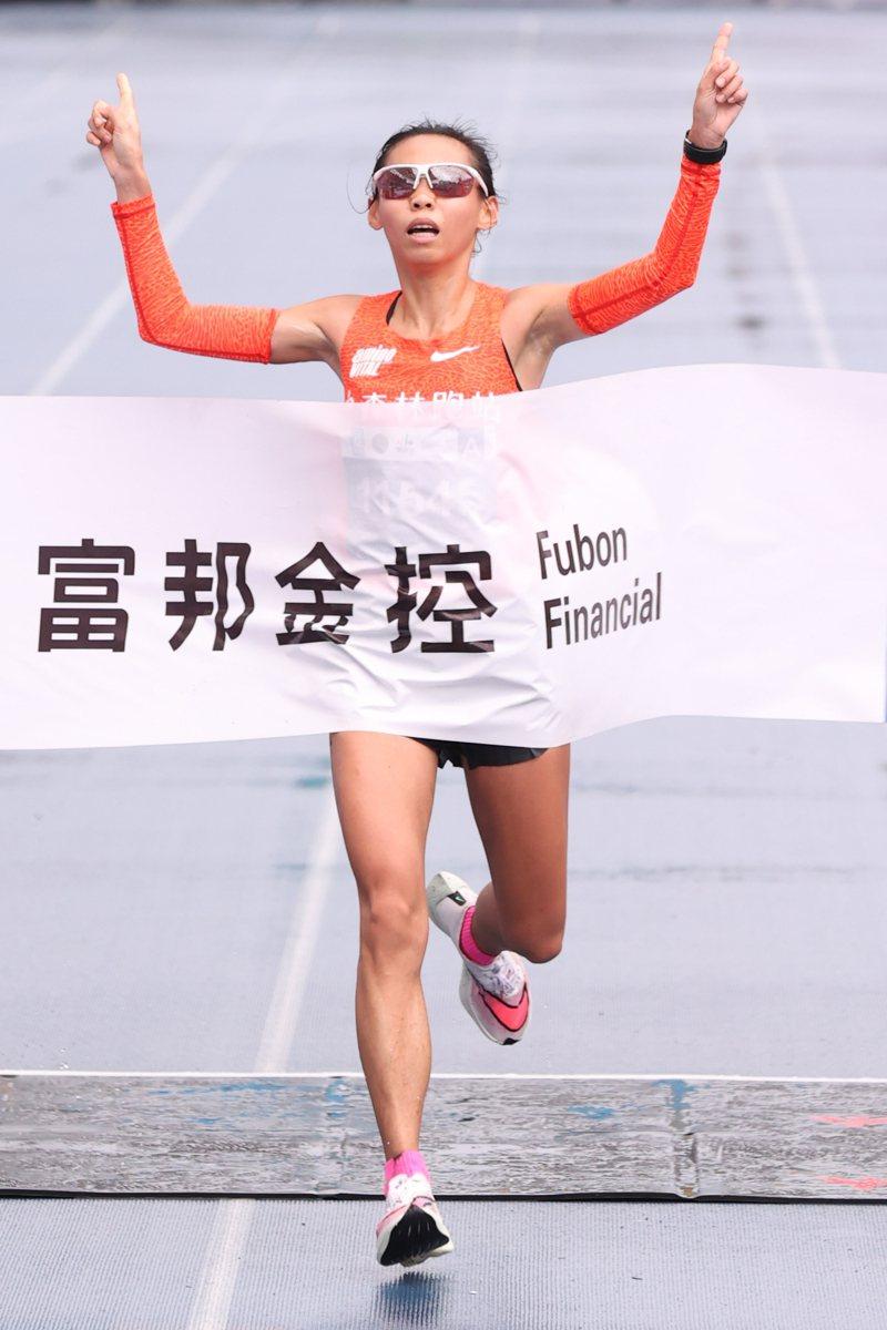 2020年台北馬拉松,國內女子全馬好手曹純玉以2小時31分52秒打破自己保持的全國紀錄。記者葉信菉/攝影