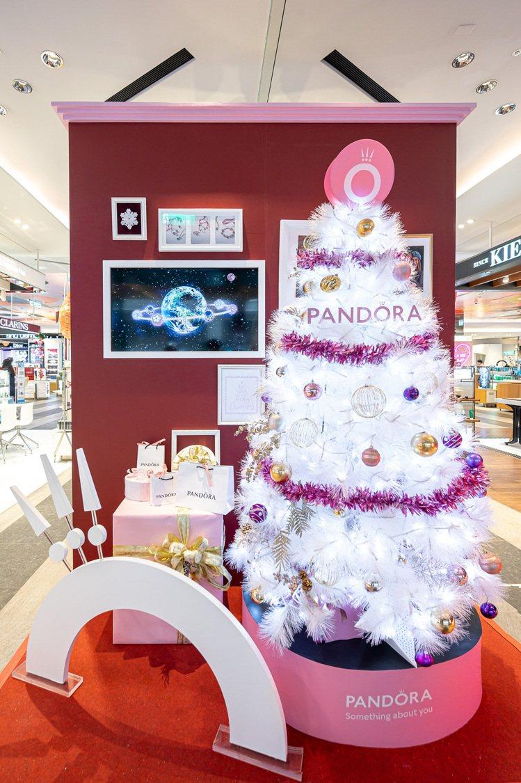 Pandora Holiday Season聖誕階梯。圖/PANDORA提供