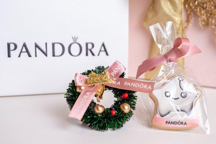 下載Pandora 2020 全新LINE貼圖即可獲得Pandora聖誕小禮一份...