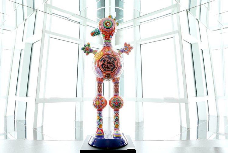 洪易作品「喜鵲 」,位於台北101大樓89樓觀景台。圖/台北101提供