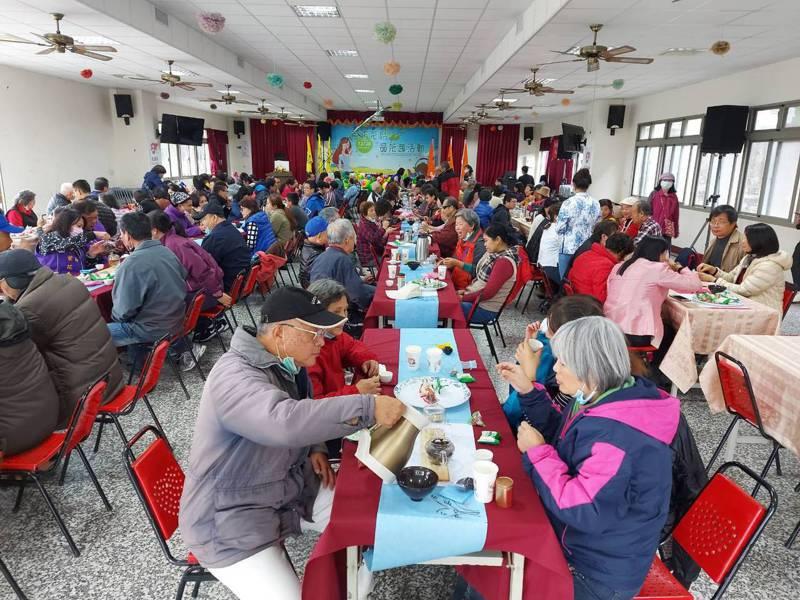 苗栗縣政府今天辦茶席活動,幫助勞工朋友紓壓。圖/苗栗縣政府提供