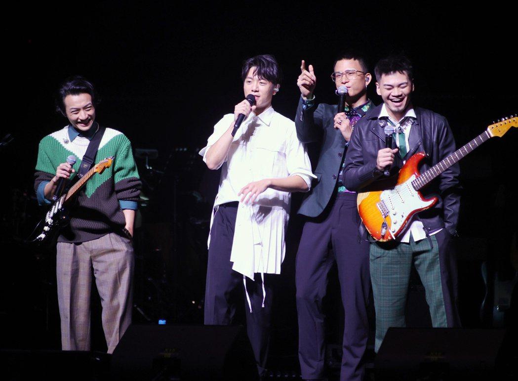 韋禮安(左二)邀來茄子蛋擔任嘉賓。記者曾原信/攝影
