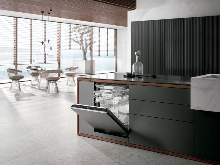 Miele在台推出全新G7000系列旗艦級洗碗機,共有半嵌式、全嵌式共3款型號。...