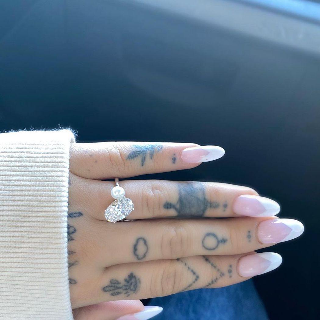亞莉安娜與男友宣告訂婚。 圖/擷自亞莉安娜IG