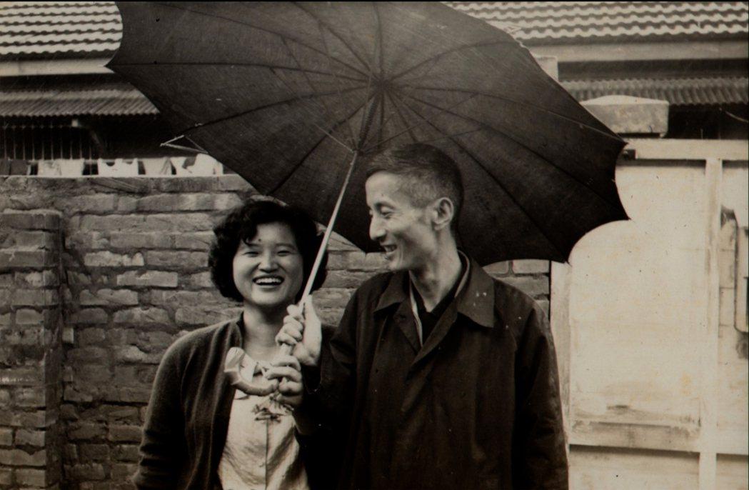 朱天文父母,朱西甯和劉慕沙合照。 圖/目宿媒體提供