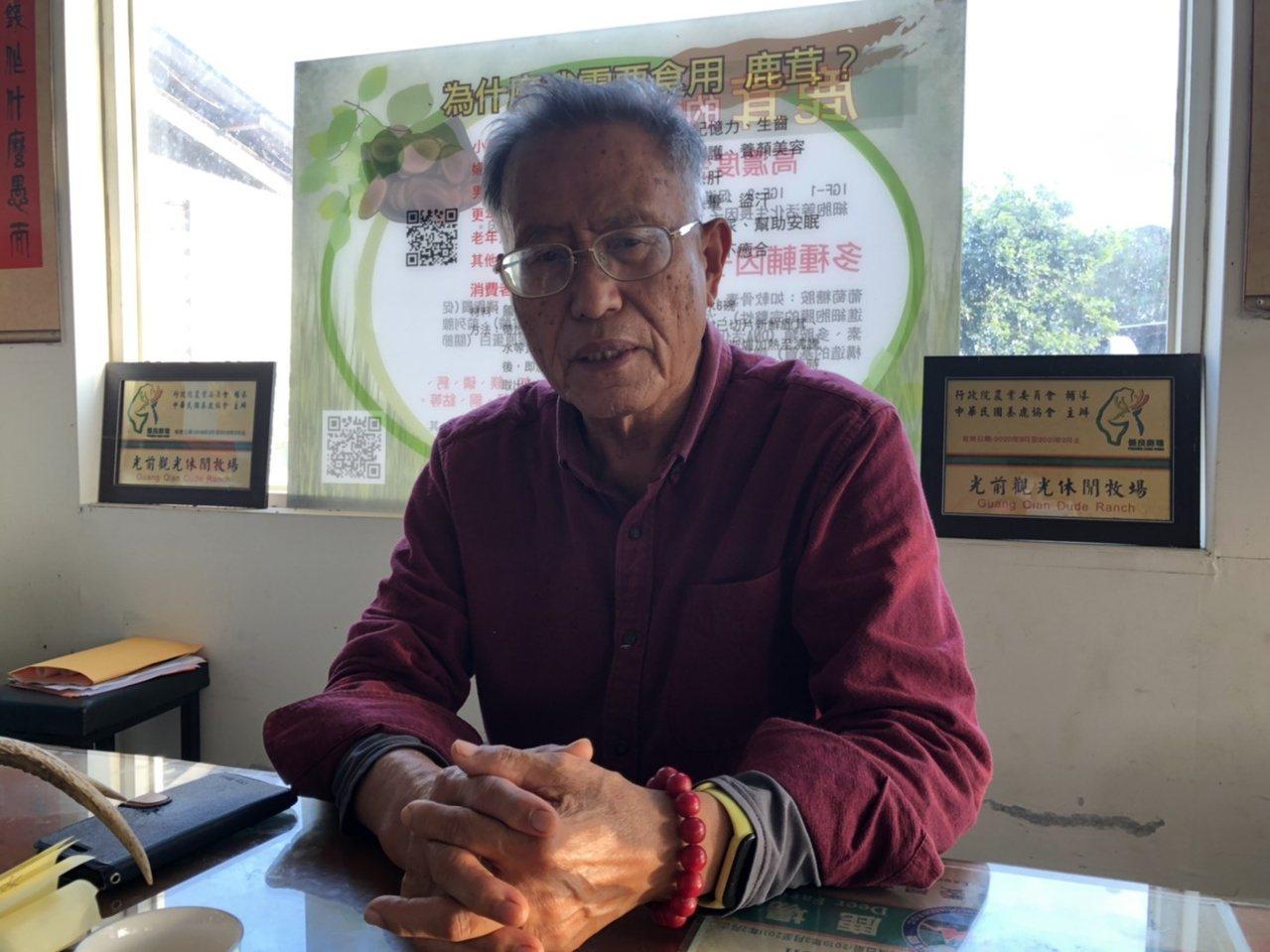 從事教育工作44年的李根樂,後來轉投入養鹿業,他所經營「光前休閒觀光鹿場」是金門...