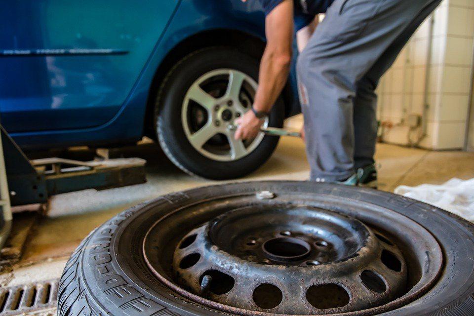 氣溫明顯落差不僅「人」會受不了,輪胎內的空氣也會因為熱漲冷縮,使胎壓改變進而透過...