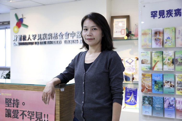 罕見疾病基金會中部辦事處主任陳虹惠說,「八成的罕病沒有治癒的機會,看著太多的生老...