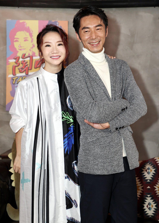 主演「迷失安狄」的李李仁(右)參加陶晶瑩主持的「陶口秀」。記者侯永全/攝影