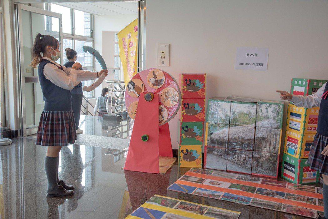 樹德家商同學以原住民文化為主創作出教玩具。 嘉藥/提供