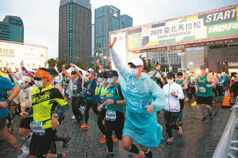 台北馬拉松昨天舉行,約兩萬八千名跑者參賽。記者季相儒/攝影