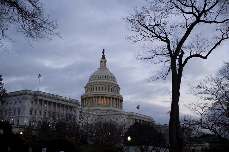 参院民主党领袖舒默19日深夜说,众院与参院可能最快20日就刺激法案表决。欧新社(photo:UDN)