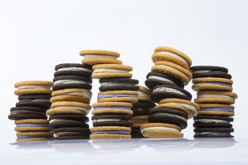 新冠疫情可能讓消費者遠離甜鹹零食,吃得更健康,但結果是,有機及健康食品銷售增加,奧利奧(圖)及多力多滋這兩個老牌零食大行其道。圖/取自紐約時報