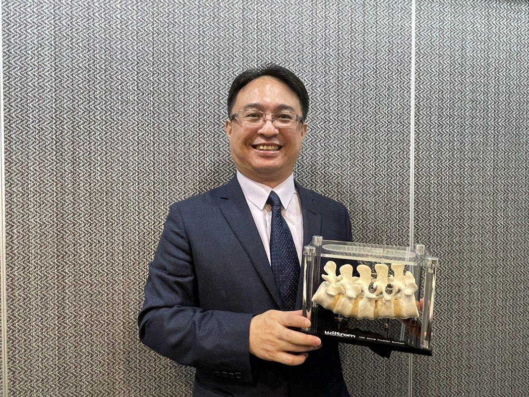 台灣微創醫療器材將於1月下旬掛牌上櫃,圖為董事長梁晃千。記者林海/攝影