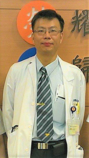 高雄榮總感染科主任蔡宏津提醒愛滋病患者 ,若體重增加10%,就需注意是否為藥物副...