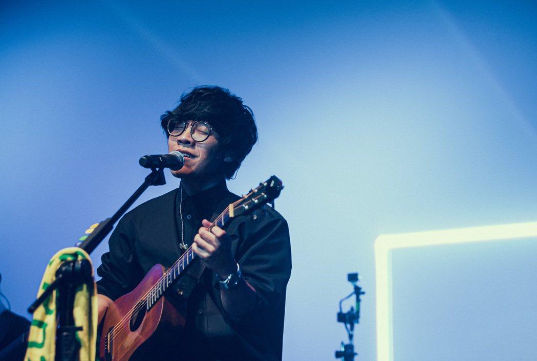 盧廣仲推出全新單曲「明年」。圖/添翼提供