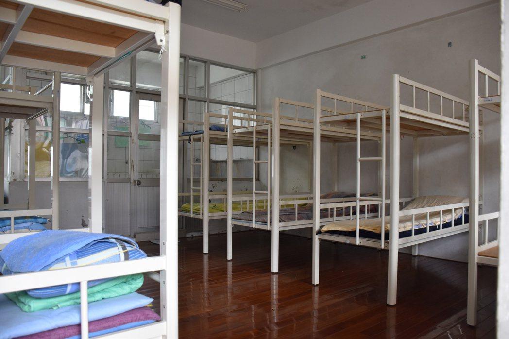 傅崐萁會與新收的收容人一起住在大房間,有獨立床位。圖為示意圖。記者王思慧/攝影