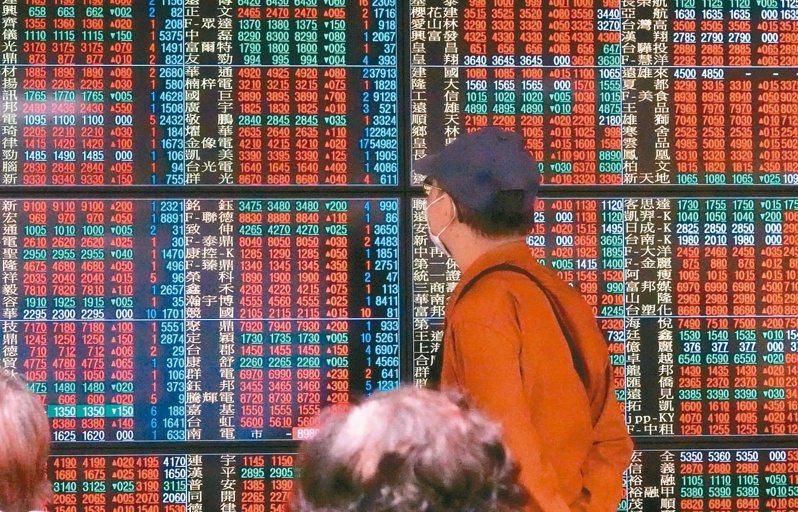 證交所公告,11月國內證券商受惠台股大漲,總獲利衝上91.6億元,前11月獲利跳增至498億元,年增33%。(本報系資料庫)