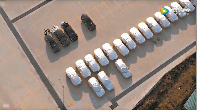 特斯拉上海工廠傳出已經在生產Model Y,空拍照顯示大約40輛Model Y停放在該廠。(網路照片)