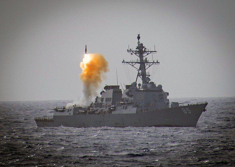 伯克級驅逐艦麥坎貝爾號(USS McCampbell , DDG-85)發射標準二型飛彈。 圖/美國海軍