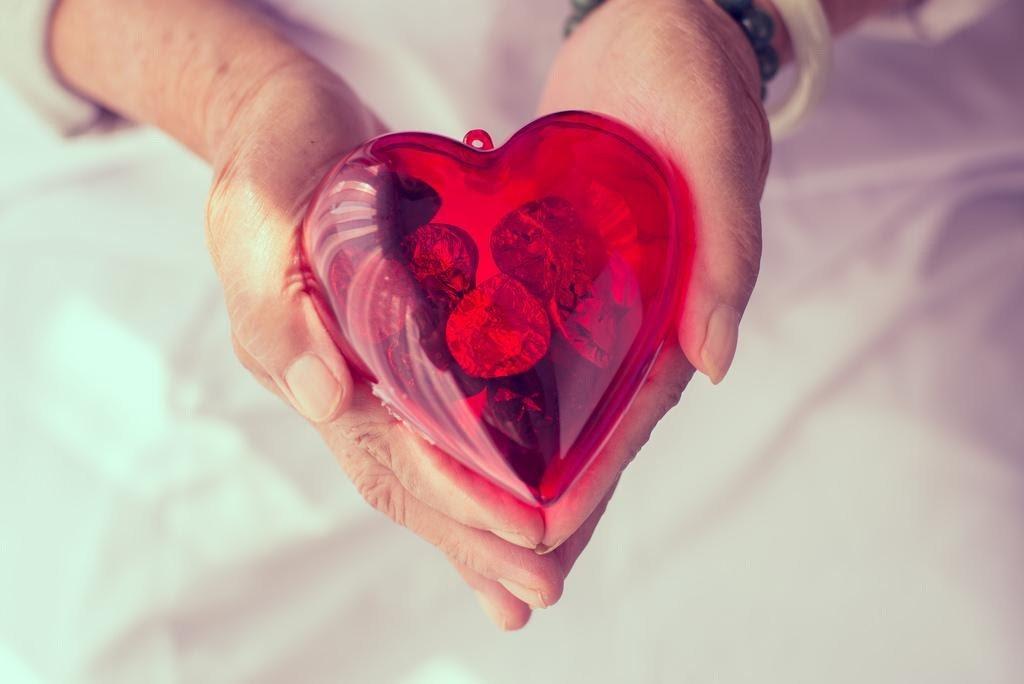 以「愛的存摺」來作為婚姻關係的比喻,雖然這裡指的是心理上無形的存款,但將之具象化...