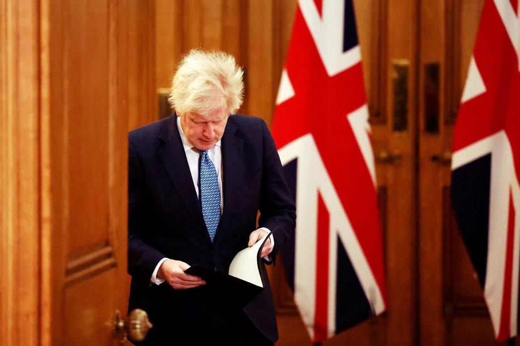 對於邊境應變充滿自信之餘,英國首相強生21日仍忙著各方協調滅火,一方面繼續擠牙膏...