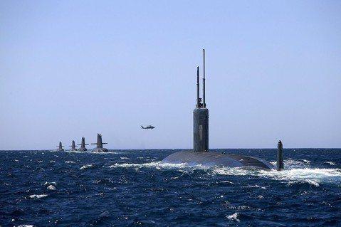 台灣潛艦國造後:深海浩劫下,水兵逃生與救援的考驗