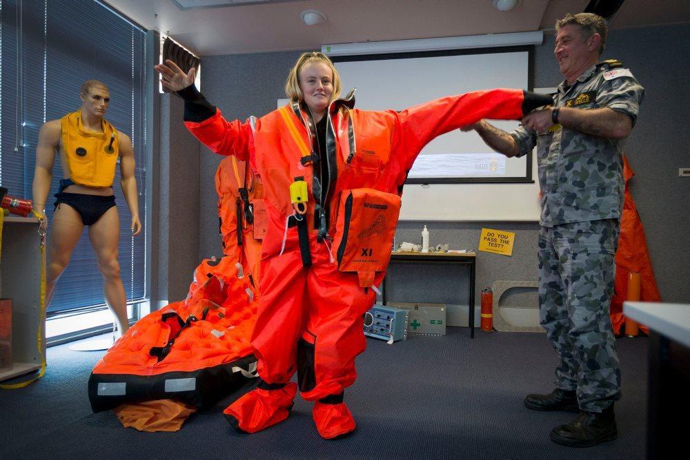 英國Survitec公司的潛艇逃生沉浸裝備MK11逃生裝。 圖/取自HMAS Stirling, Fleet Base West