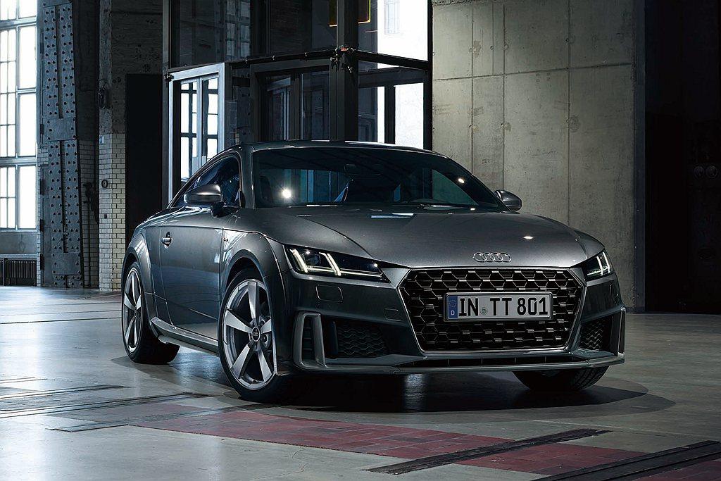 四環旗下最具代表性的跑車力作Audi TT Coupe自初代車型發表以來始終都是...