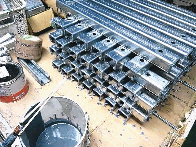金屬製品使用ROVAL冷鍍鋅防鏽塗料,達成防鏽與美觀的效果。 美力華/提供