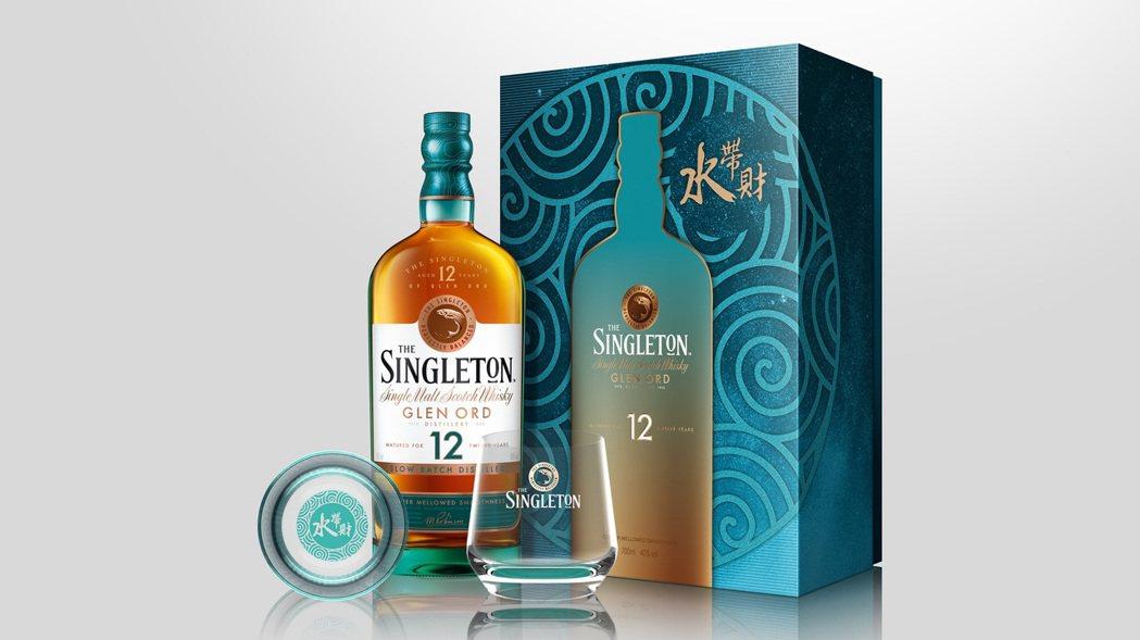 蘇格登12年單一麥芽威士忌禮盒,讓好運與財富如水般源源不絕。建議售價NT$1,3...