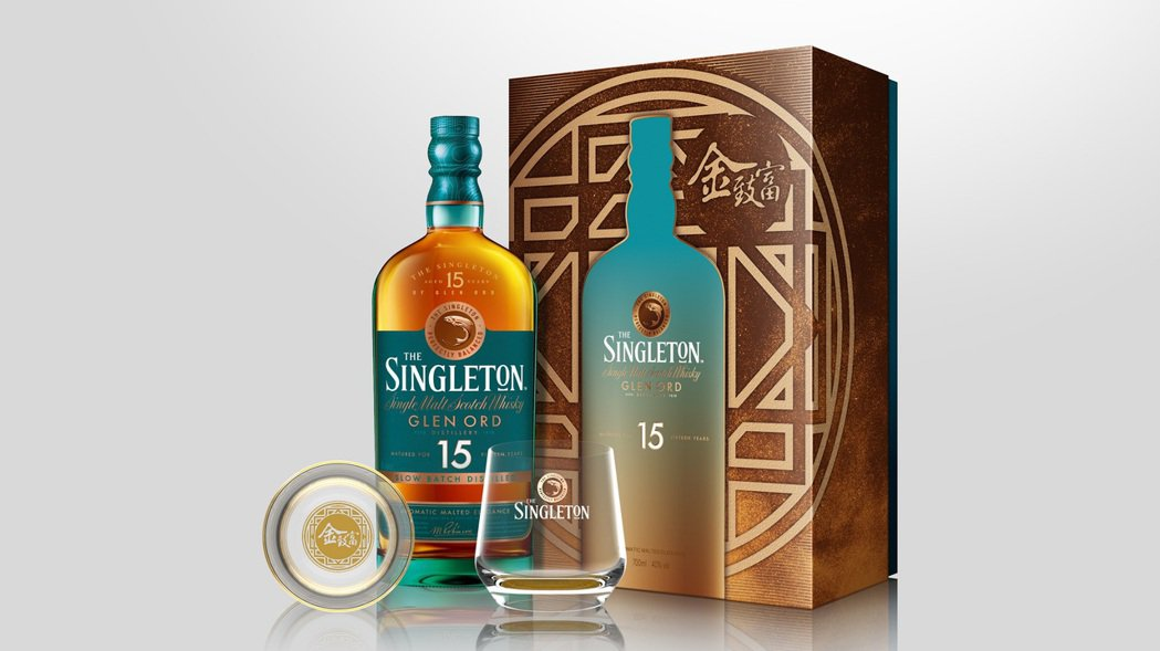蘇格登15年單一麥芽威士忌禮盒,璀璨金光寓意來年圓圓滿滿,建議售價NT$ 2,0...