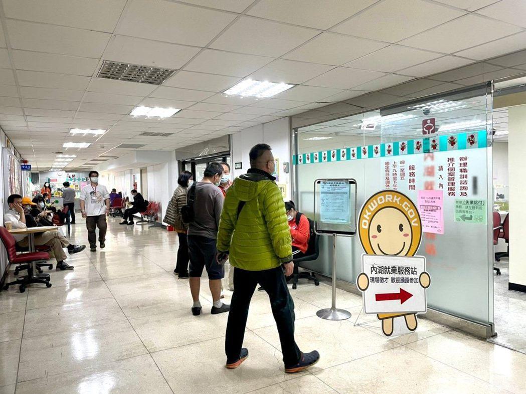 台北市勞動局在各區就業服務站舉辦小型企業徵才活動。圖/北市勞動局提供