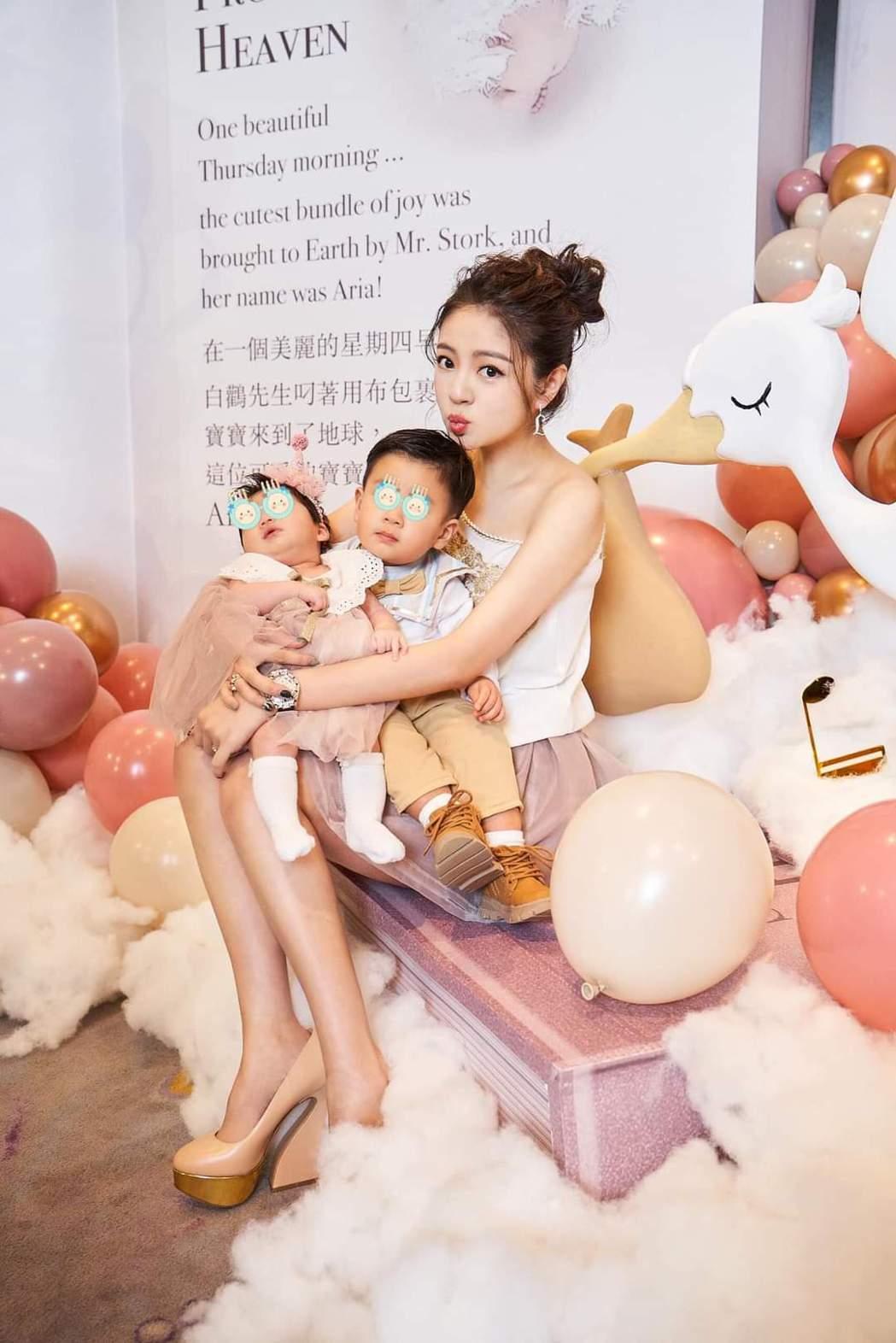 安以軒與兒女。圖/摘自臉書