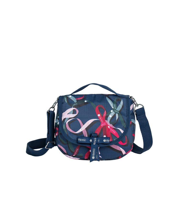 海藍驚喜緞帶半圓手提包,2,750元。圖/LeSportsac提供