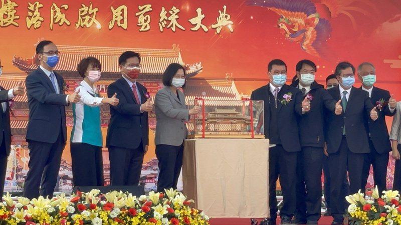 朱立倫表示,蔡總統跟他打招呼,說你個子這麼高,不看到都很難。記者邵心杰/攝影