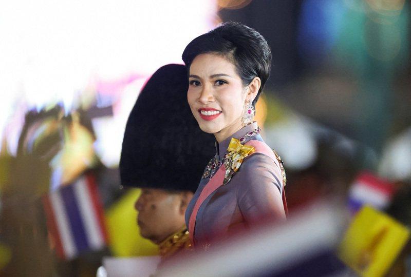 泰王瓦吉拉隆功的王妃诗妮娜5日出席已故国王蒲美蓬诞辰追思烛光晚会。路透(photo:UDN)