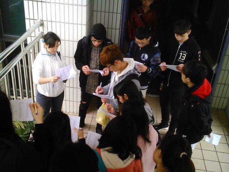 小瑋目前在福建省的一間大學教設計和美學,她說,大陸學生讓她重燃教學的熱情,學生上課的態度認真。圖/小瑋提供