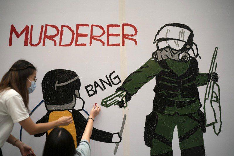 香港警方去年10月近距離開槍擊的學生曾志健,遭批評「與行刑無異」。美聯社