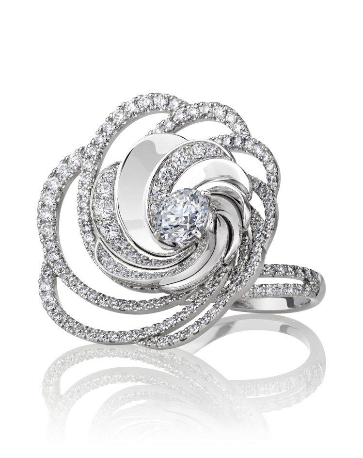 DE BEERS Aria Prestige 18K白金鏤空鑽石戒指,價格店洽。...